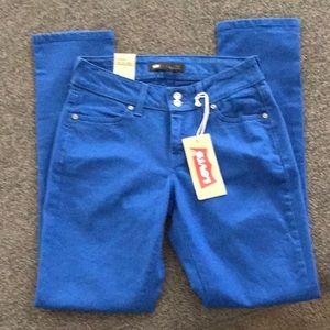 NWT- Levi's 529 curvy skinny jeans size 6 medium